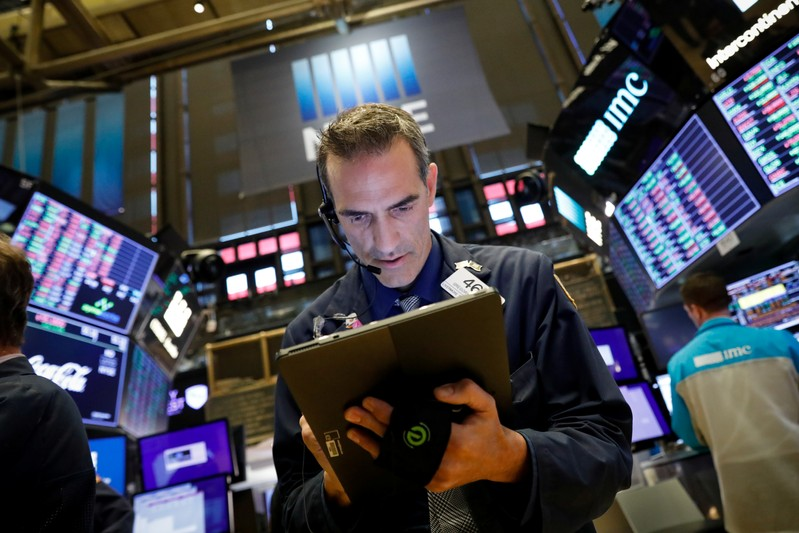 United States stocks close higher amid strong corporate earnings