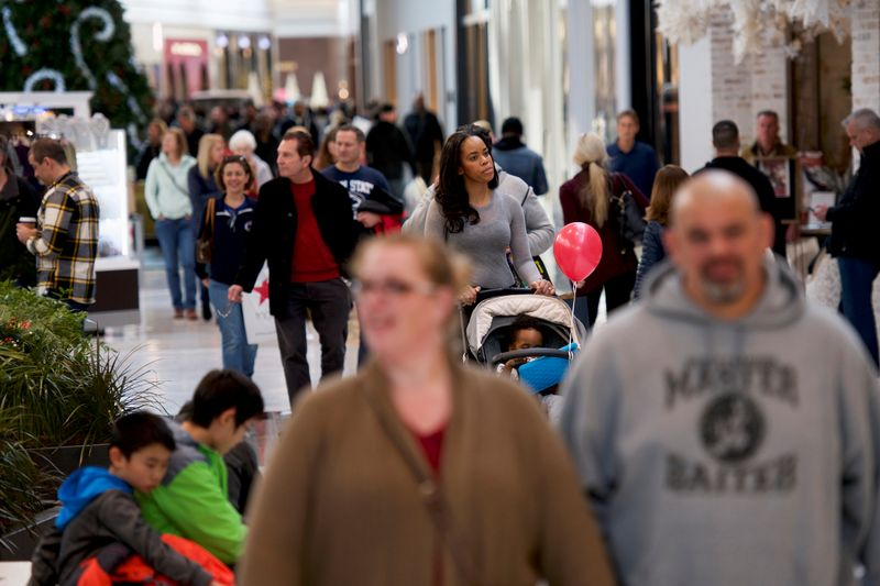 U.S. retail sales rise slightly, cast shadow on Q4 economic growth