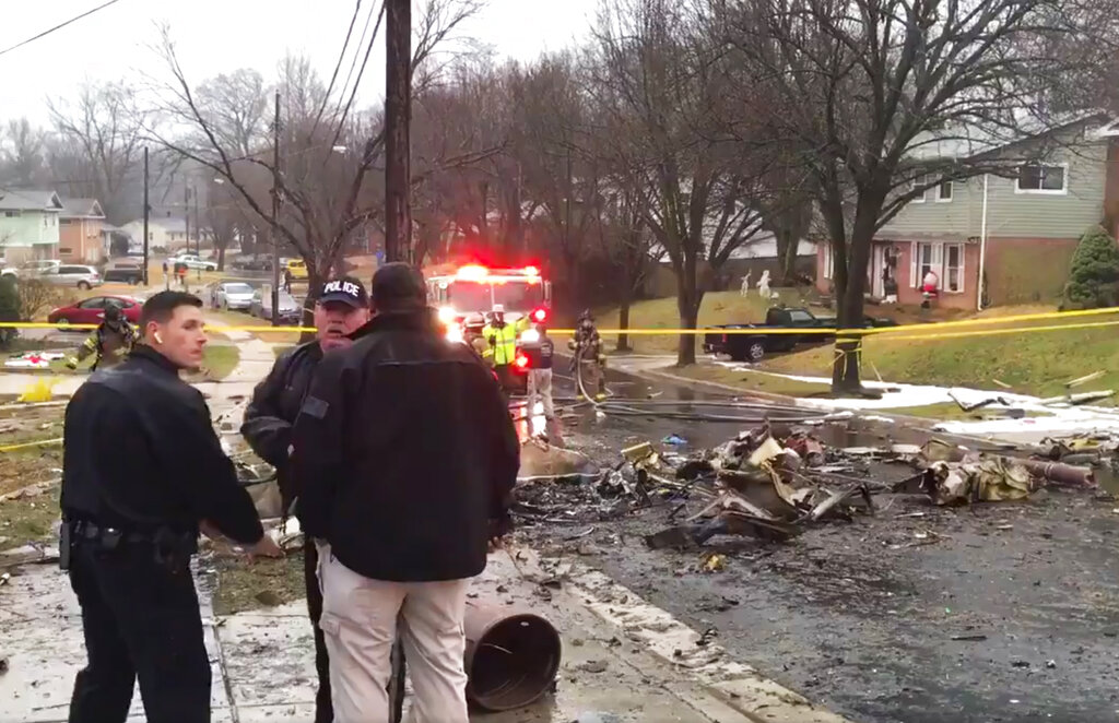 1 dead from plane crash in Maryland neighborhood