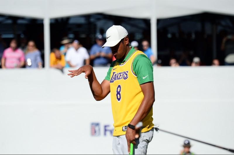 Holmes leapfrogs Clark at Phoenix Open, struggling Spieth misses cut class=
