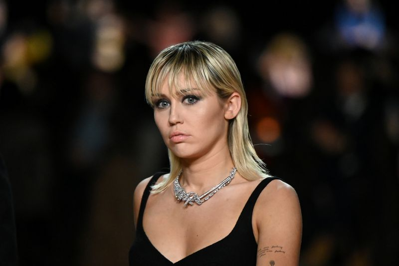 Coronavirus cancels Miley Cyrus' Australia bushfire relief concert