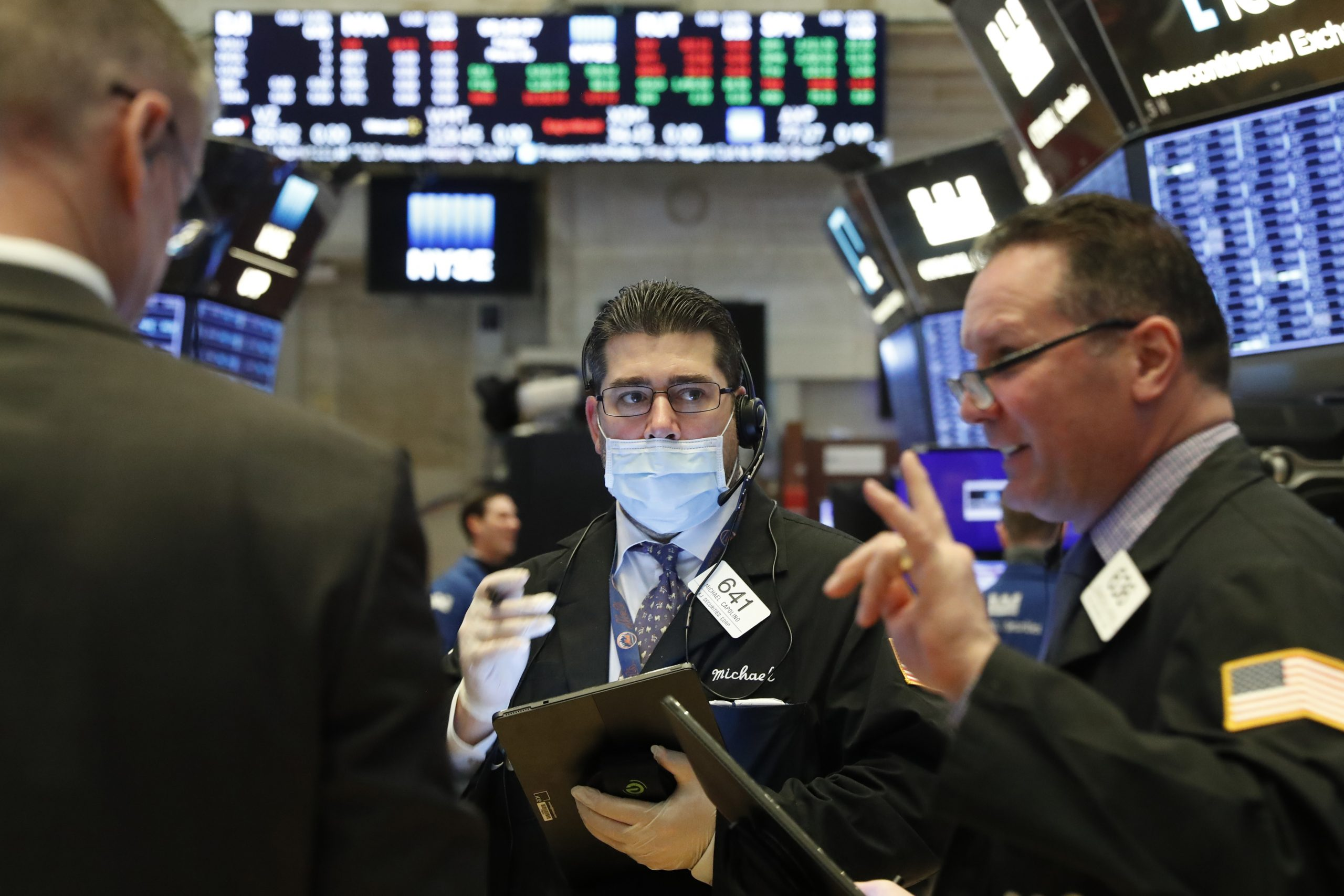 Hopes on stimulus help Wall Street retain gains