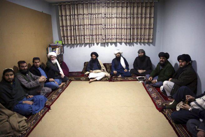 Afghan gov't delays Taliban prisoner release, endangering deal