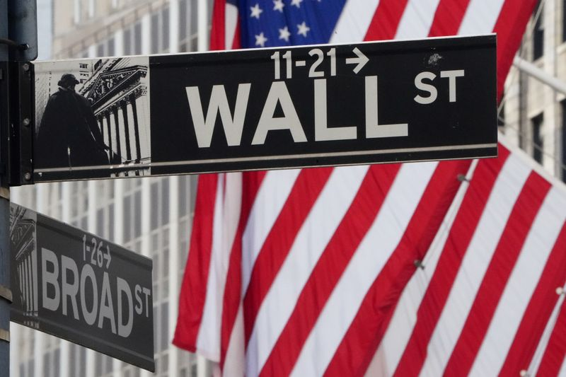 Wall Street Drops as US Producers Can Not Give Crude Away
