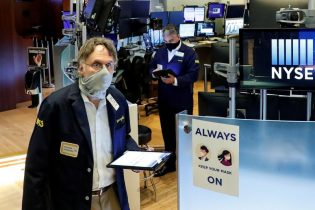 Wall Street gains with economic hopes; bank stocks jump