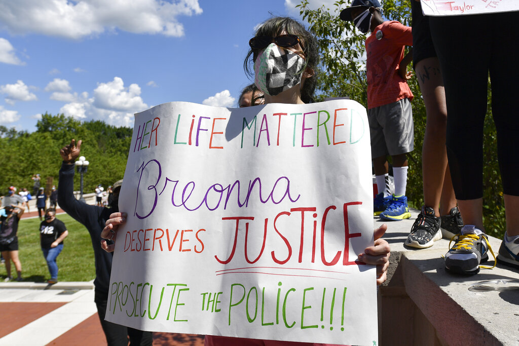 1 dead after shots fired into crowd at Breonna Taylor protest in Kentucky