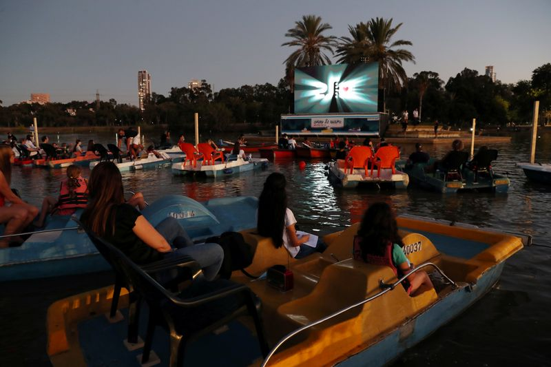 'Sail-in' theatre pops up in Tel Aviv, with indoor flicks off-limits