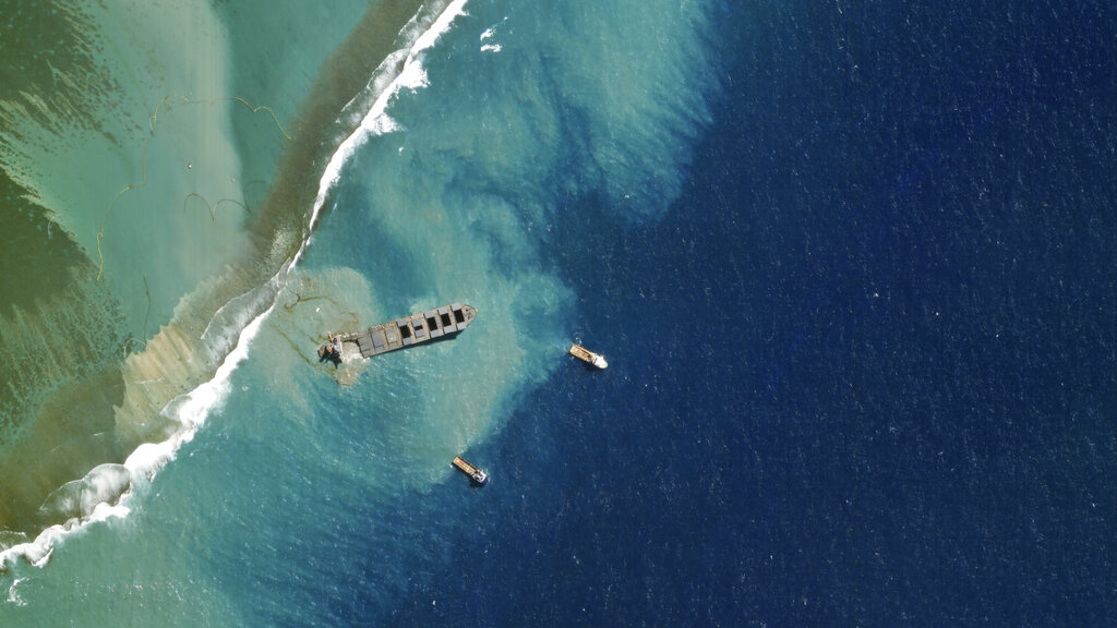 Tanker oil spill catastrophe in Mauritius