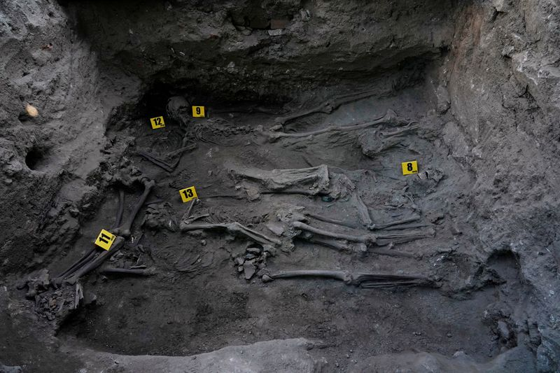 Exhumation of a mass grave by the Association for the Recovery of Historical Memory (ARMH) in El Espinar