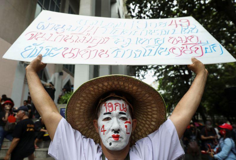 Thai demonstrators challenge monarchy as huge protests escalate