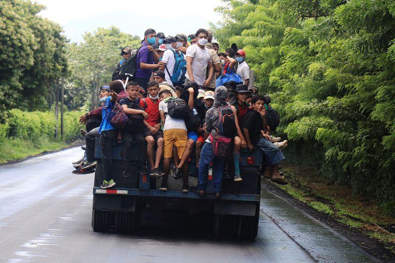 Over 1,000 Honduran Migrants Form Caravan, Head for US