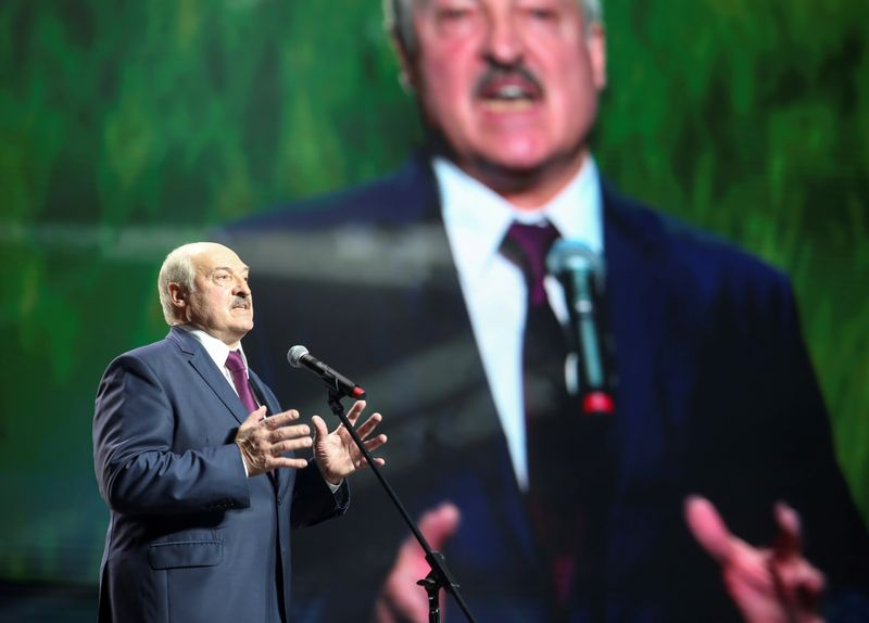 Belarus: EU foreign ministers say 'restrictive measures' against Lukashenko possible
