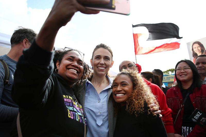 New Zealand: Jacinda Ardern's Labour Party wins landslide | DW