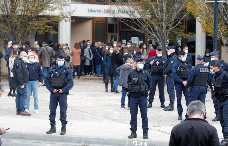 Man decapitated near Paris, anti-terror probe under way: prosecutors