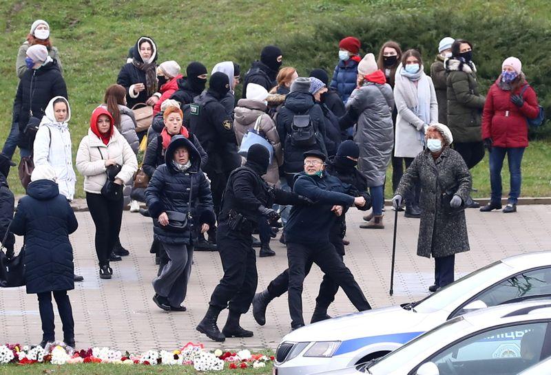 Belarus: Hundreds arrested after protesting activist's death